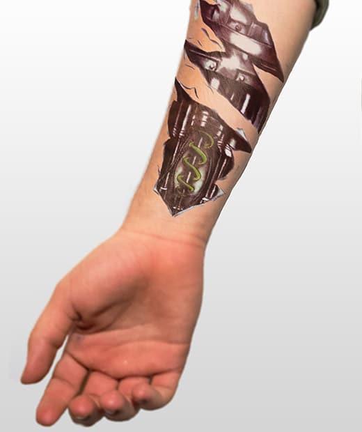 tatuaje temporal biomecanico circuitos modelo feel tattoo
