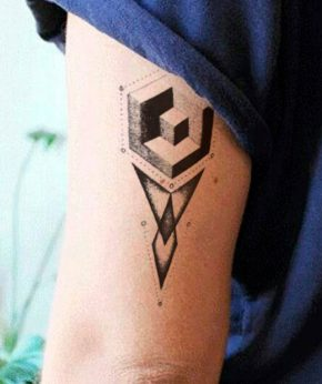 tatuaje temporal cubo geométrico modelo feel tattoo