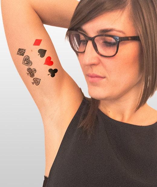 tatuaje temporal poker modelo feel tattoo