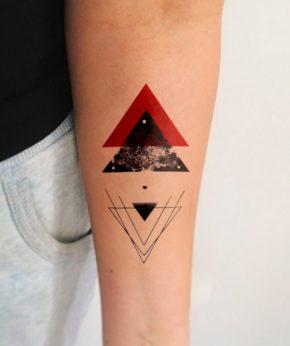 tatuaje temporal red pyramid modelo feel tattoo