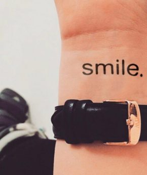 tatuaje temporal smile modelo feel tattoo