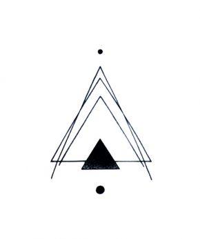 tatuaje temporal triangulo smash feel tattoo