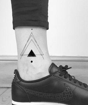 tatuaje temporal triangulo smash modelo feel tattoo