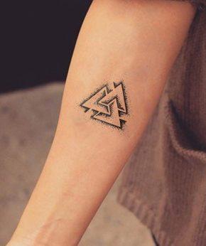 tatuaje temporal valknut modelo feel tattoo