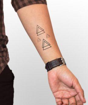tatuaje temporal triangulos modelo feel tattoo